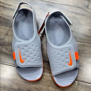 NIKE SUNRAY ADJUST 5 (Gs/Ps) wolf grey/total orang